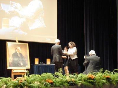Nora Gomringer erhält den Jacob-Grimm-Preis